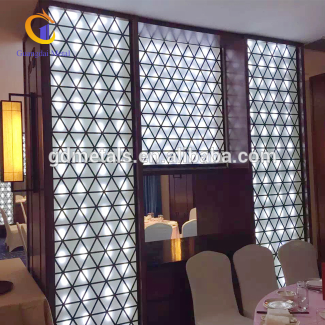 Dining-room-LED-screen-partition1